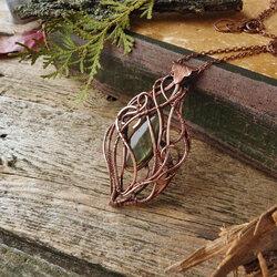 Пазл онлайн: Медное ожерелье с лабрадоритом
