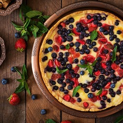 Пазл онлайн: Ягодный пирог