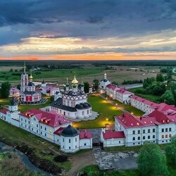 Пазл онлайн:  Варницкий монастырь