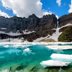 Пазл онлайн: Озеро у гор