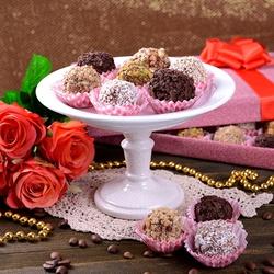 Пазл онлайн: Кофе, розы и конфеты