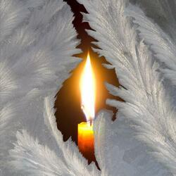 Пазл онлайн: Свеча горела на столе