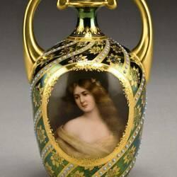 Пазл онлайн: Старинная ваза