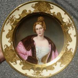 Пазл онлайн: Женские портреты на фарфоре