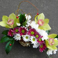 Пазл онлайн: Дарите женщинам цветы