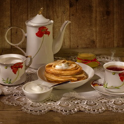 Пазл онлайн: Чай с блинами