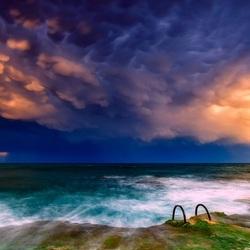 Пазл онлайн: Тучи над морем