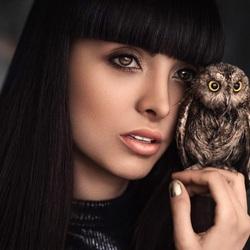 Пазл онлайн: Девушка и сова