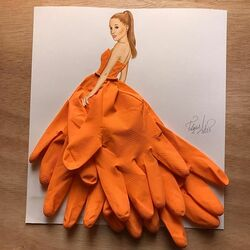 Пазл онлайн: Платье из бытовых перчаток