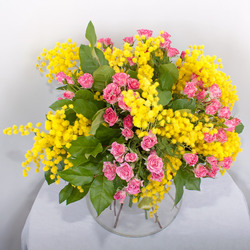 Пазл онлайн: Розы, мимозы