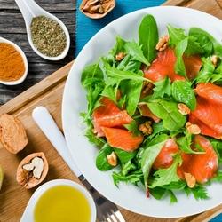 Пазл онлайн: Салат с красной рыбой