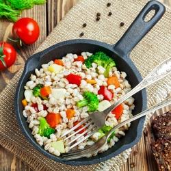 Пазл онлайн: Ячменная каша с овощами