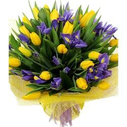 Пазл онлайн: Букет тюльпанов с ирисами