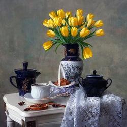 Пазл онлайн: Натюрморт с желтыми тюльпанами