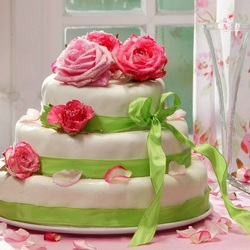 Пазл онлайн: Трехъярусный торт