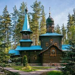 Пазл онлайн: Храм возле Санкт-Петербурга