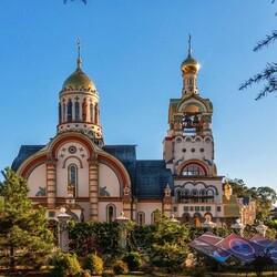 Пазл онлайн: Храм в Сочи