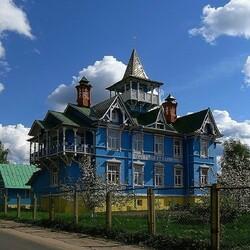 Пазл онлайн: Старинный  дом