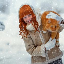 Пазл онлайн: Девочка с рыжей кошкой