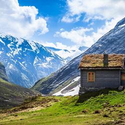 Пазл онлайн: Домик в горах
