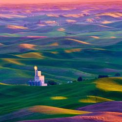 Пазл онлайн: Радужные холмы