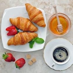 Пазл онлайн: Кофе  на завтрак