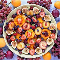 Пазл онлайн: Фруктово-ягодная тарелочка