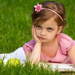 Пазл онлайн: Девочка с книгой