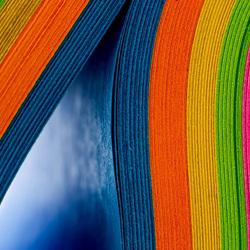 Пазл онлайн: Листы цветной бумаги