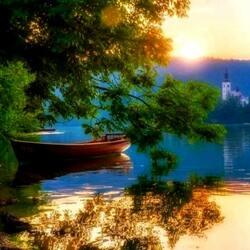 Пазл онлайн: Рассвет над озером