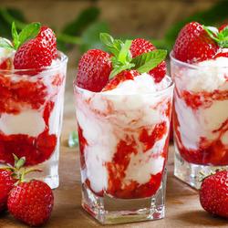 Пазл онлайн: Клубничное мороженое