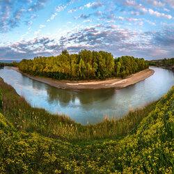 Пазл онлайн: Цветущие берега Кубани