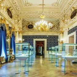 Пазл онлайн: Зал музея Фаберже