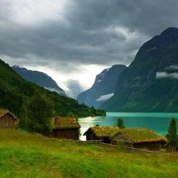 Пазл онлайн: Зеленые дома Норвегии