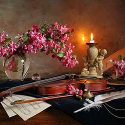 Пазл онлайн: Натюрморт с цветами и скрипкой