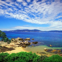 Пазл онлайн: Пляж для двоих. Корсика