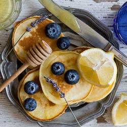 Пазл онлайн: Оладьи с лимоном