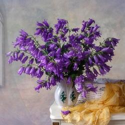 Пазл онлайн: Натюрморт с садовыми колокольчиками