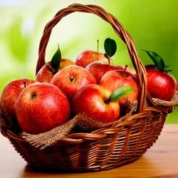 Пазл онлайн: Яблоки в корзине