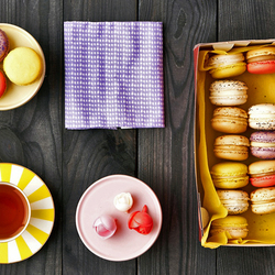 Пазл онлайн: Чай с макарунами