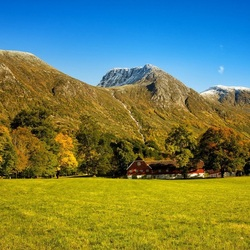 Пазл онлайн: Усадьба у гор