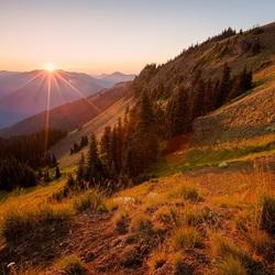 Пазл онлайн: Солнце на горах