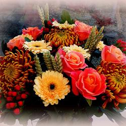 Пазл онлайн: Розы и хризантемы