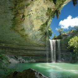 Пазл онлайн: Под сводом пещеры