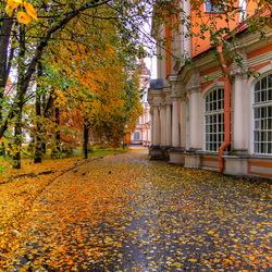 Пазл онлайн: Александро-Невская лавра. Октябрь
