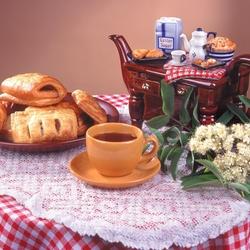 Пазл онлайн: Булочки с чаем