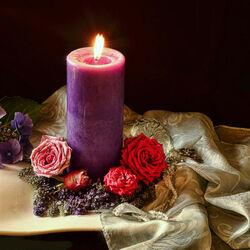 Пазл онлайн: Сиреневая свеча