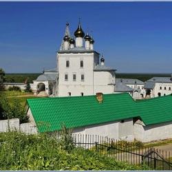 Пазл онлайн:  Монастырь в Гороховце