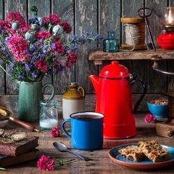 Пазл онлайн: Натюрморт с красным чайником