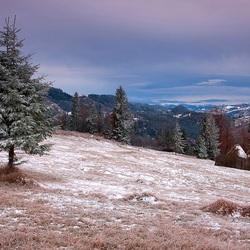 Пазл онлайн: Первый снег в Карпатах